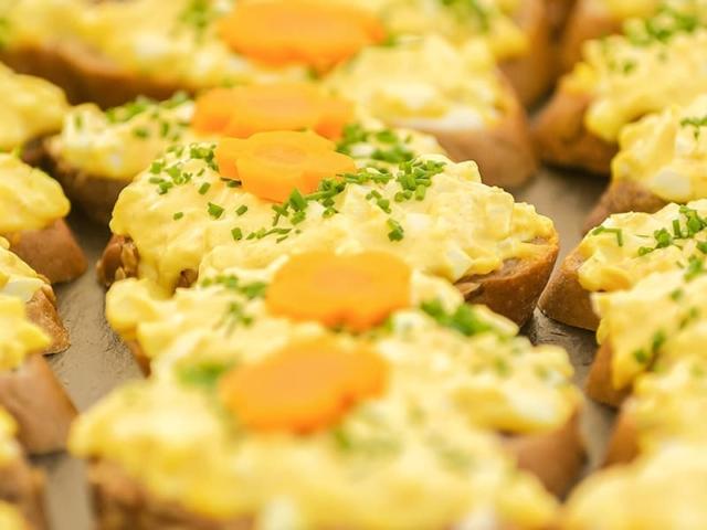 Blümchen Café Rochlitz Catering dekorierte Häppchen