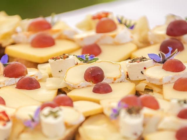 Blümchen Café Rochlitz Catering dekorierte Käsehäppchen